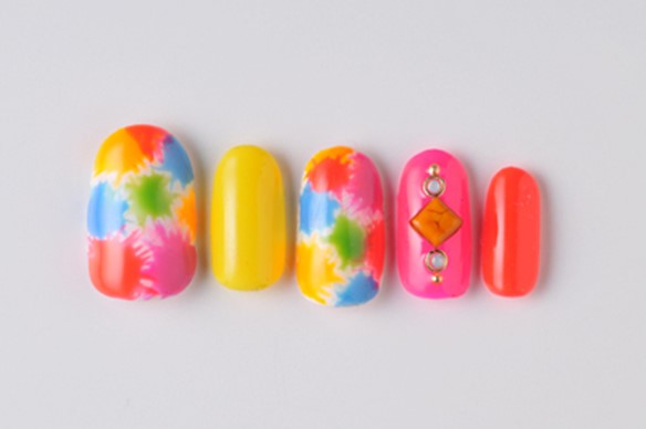 summer nail tie-dye pop