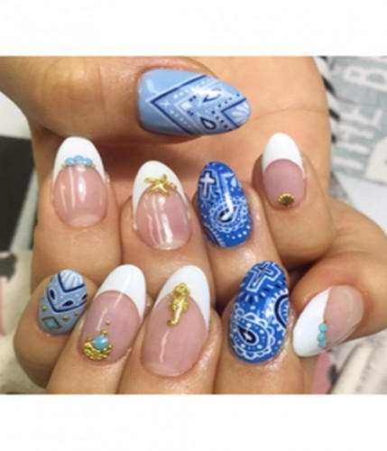 summer nail blue paisley french tips