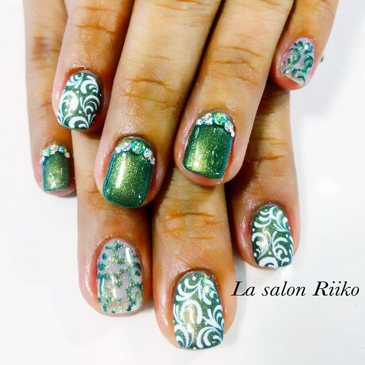 Christmas festive nails by lasalonriiko| Naomi 'N Doll