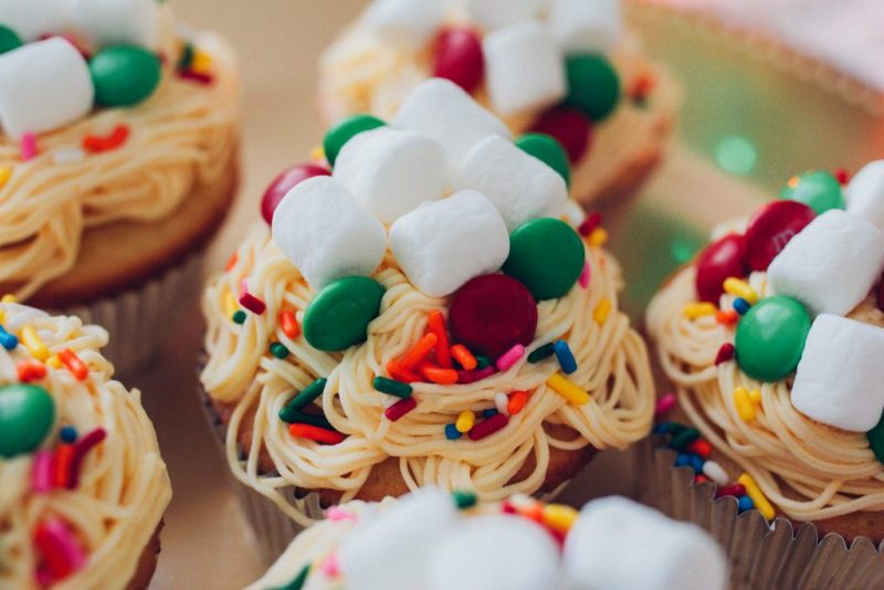30 Incredibly Festive Christmas Cupcakes - Naomi 'n Doll