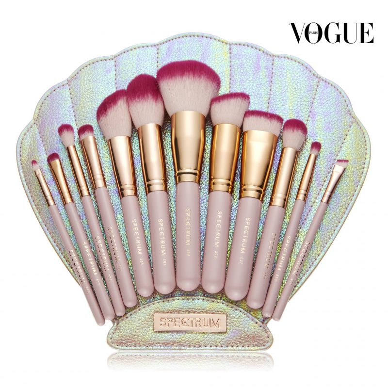 Spectrum brushes Pearly Queen The Bomb Shell christmas wish listnaomi n doll